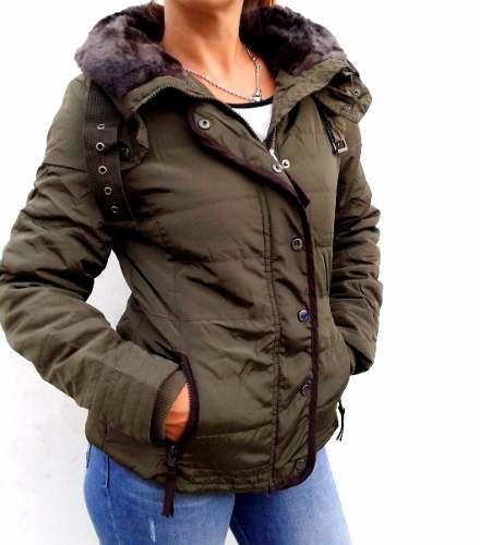 Perramus es sinónimo de la más alta calidad en impermeables desde el año un verdadero clásico de la indumentaria para protegerse de la lluvia y el viento. Conocida y valorada a lo largo de muchas generaciones, permanece sólidamente rankeada al tope de los estándares más exigentes de calidad, en el mercado textil nacional e internacional.