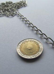http://articulo.mercadolibre.com.ar/MLA-605790570-cadena-5-mts-plateada-aprox8-mm-insumo-bijouterie-_JM