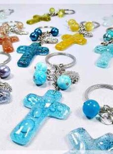 http://articulo.mercadolibre.com.ar/MLA-616941440-llaveros-souvenir-vitrofusion-comunion-bautismo-confirmacion-_JM