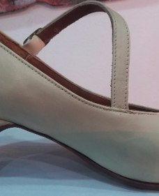 http://articulo.mercadolibre.com.ar/MLA-619807039-zapato-espanol-folklore-profecional-para-danza-beige-camel-_JM