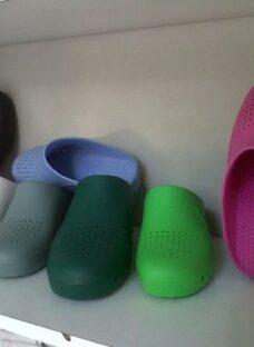 http://articulo.mercadolibre.com.ar/MLA-614342016-zueco-caucho-ideal-enfermeriacocina-etc-diferentes-colores-_JM
