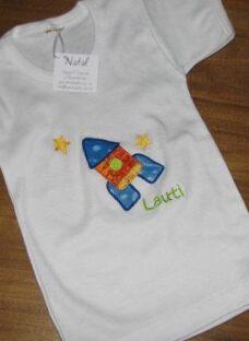 http://articulo.mercadolibre.com.ar/MLA-613290761-remeras-bordadas-hermano-mayor-regalo-nacimiento-personaliza-_JM