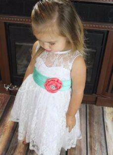 http://articulo.mercadolibre.com.ar/MLA-616162850-vestido-fiestabautismo-nenas-_JM