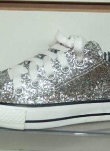 http://articulo.mercadolibre.com.ar/MLA-612641543-zapatillas-nena-glitter-brillo-plateadas-cordon-27-al-37-_JM