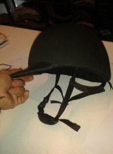 http://articulo.mercadolibre.com.ar/MLA-616879367-casco-profesional-de-equitacion-salto-con-mentonera-y-nuquer-_JM