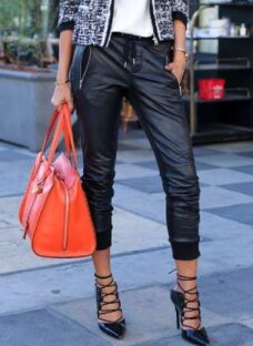 http://articulo.mercadolibre.com.ar/MLA-623210336-pantalon-simil-cuero-importado-_JM