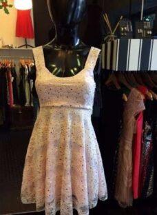 http://articulo.mercadolibre.com.ar/MLA-613186369-s-a-l-e-vestido-encaje-divino-_JM
