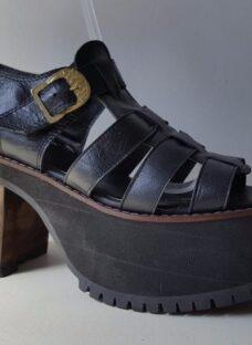 http://articulo.mercadolibre.com.ar/MLA-614765683-zapato-plataforma-sandalia-franciscana-de-cuero-liquidacion-_JM